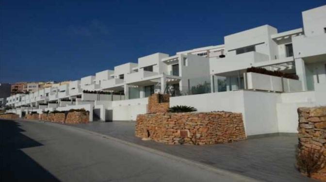 Adosado en venta en Benisa, cerca del mar de Calpe y del Peñón de Ifach, en Alicante