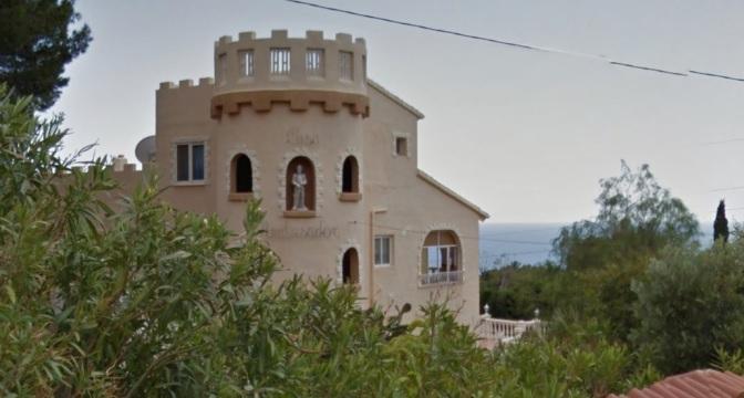 Altea Hills. Chalet con 2 piscinas, vistas al mar. 6 dormitorios.